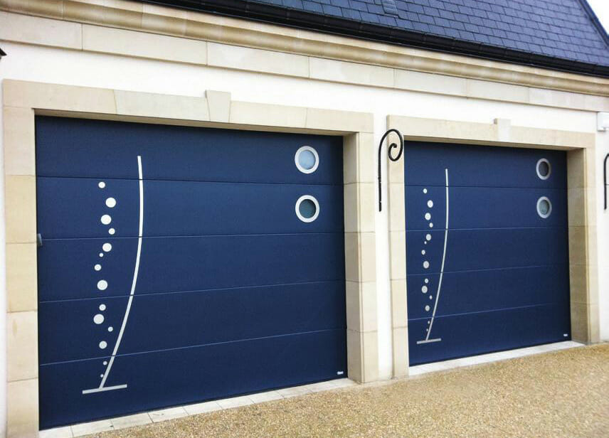 Porte de garage sectionnelle plafond aludoor xooz 60mm for Porte de garage aludoor