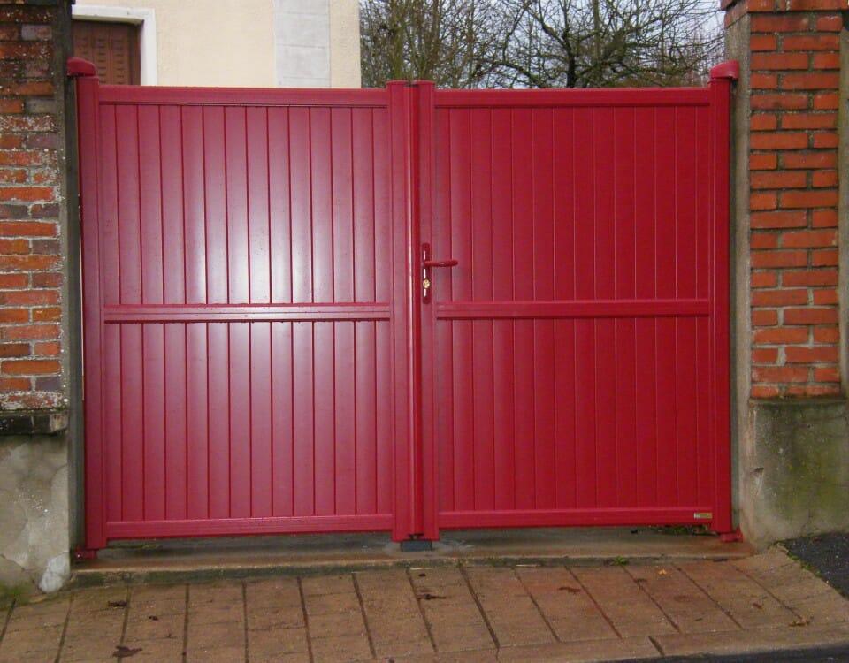 Portail PVC rouge