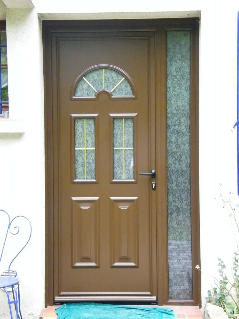 Porte d 39 entr e pvc marron for Porte appartement bois