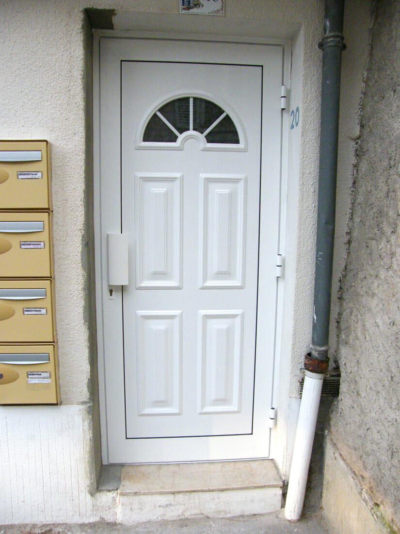 Porte pvc blanche for Porte blanche en bois