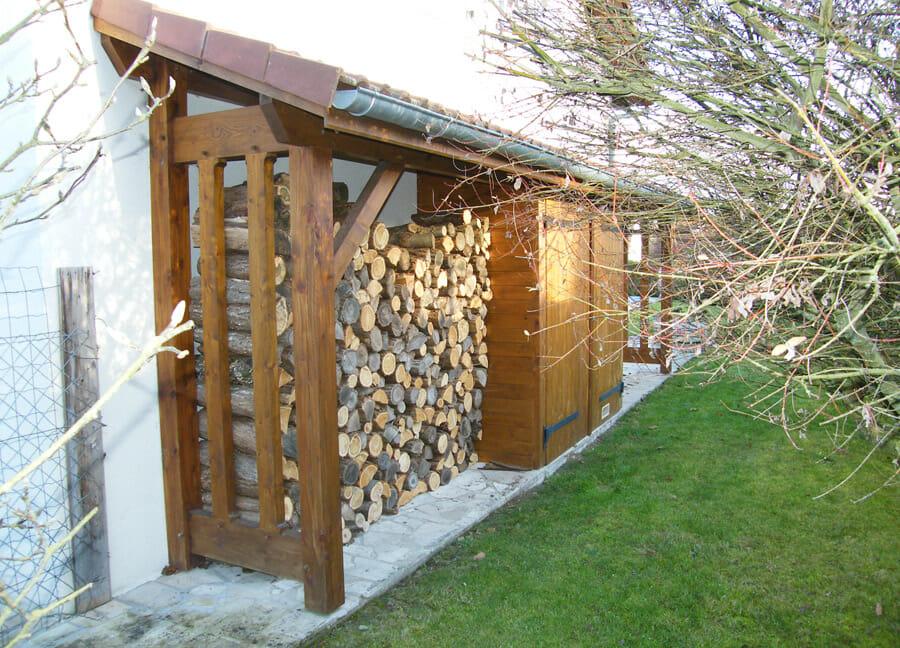 Exemple d'un abris buche sur-mesure en bois