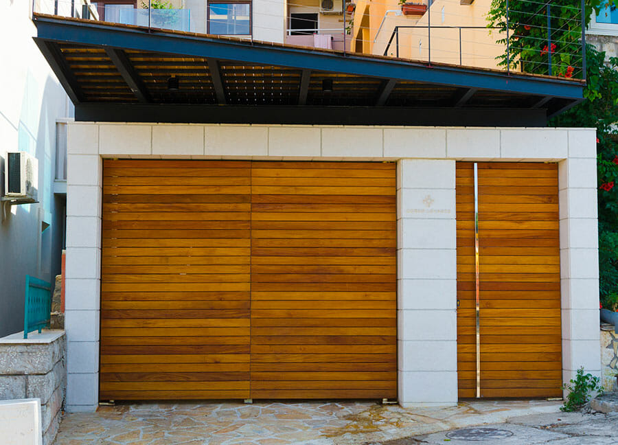 porte-de-garage-bois-moderne