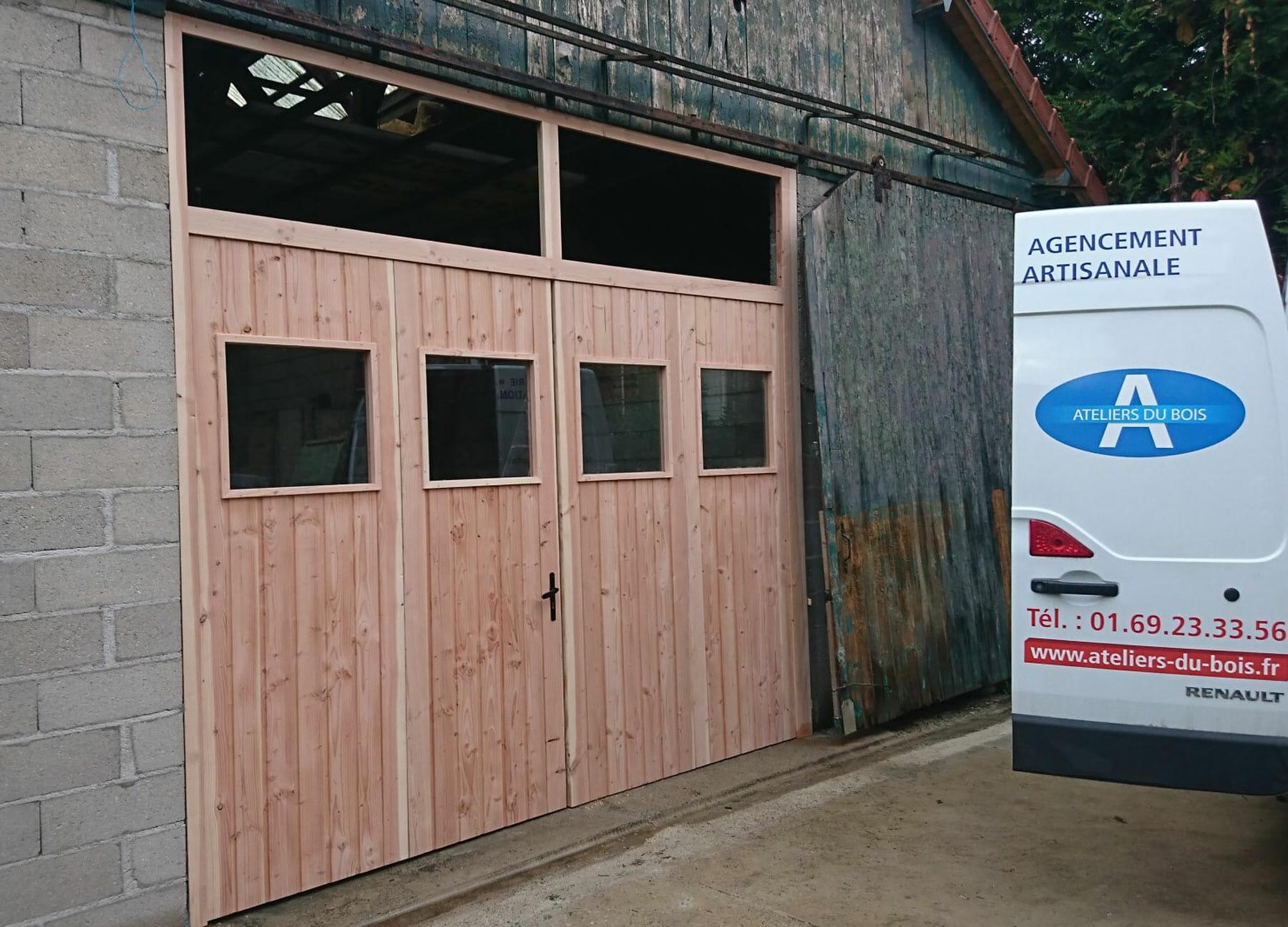 Porte de garage réalisation ateliers du bois