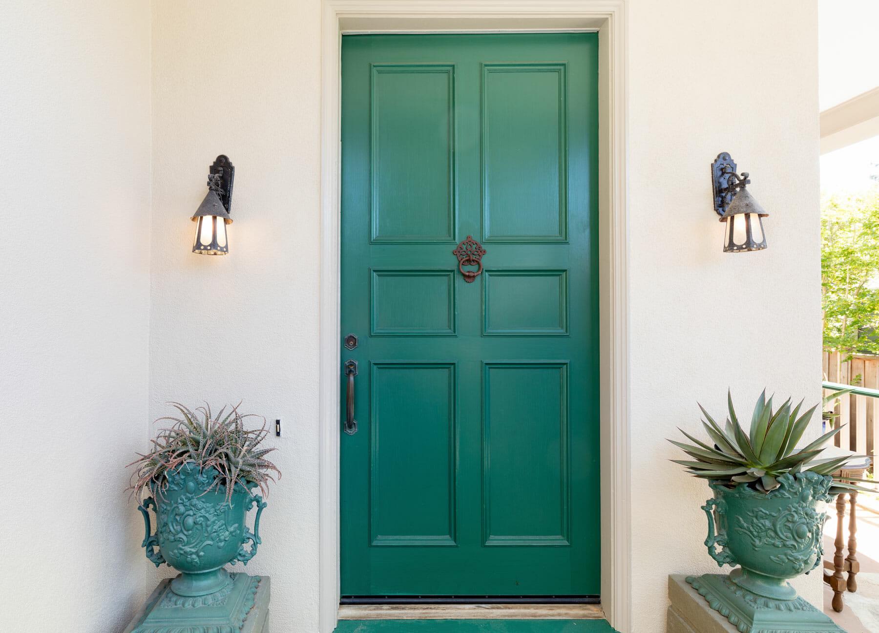 porte d'entrée en bois verte